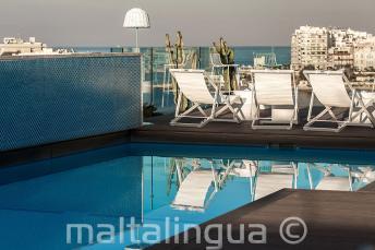 Piscina no terraço com bar, Malta
