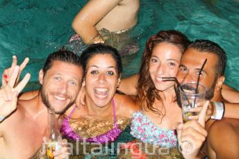 Festas na piscina na nossa escola de língua