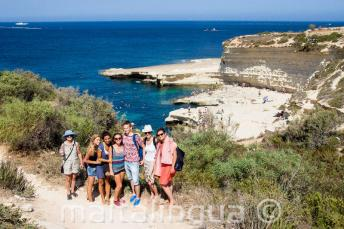 Alunos de inglês visitando St Peter's Pool, Malta