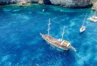 Escola passeio de barco em Crystal Bay, Malta