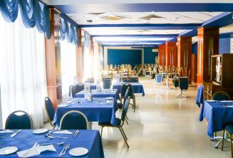 Área de refeições na residência da escola