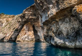 Arco do mar em Blue Grotto, Malta